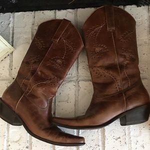 Matisse Shoes - Matisse Albuquerque Floral Cutouts Boots Size 6